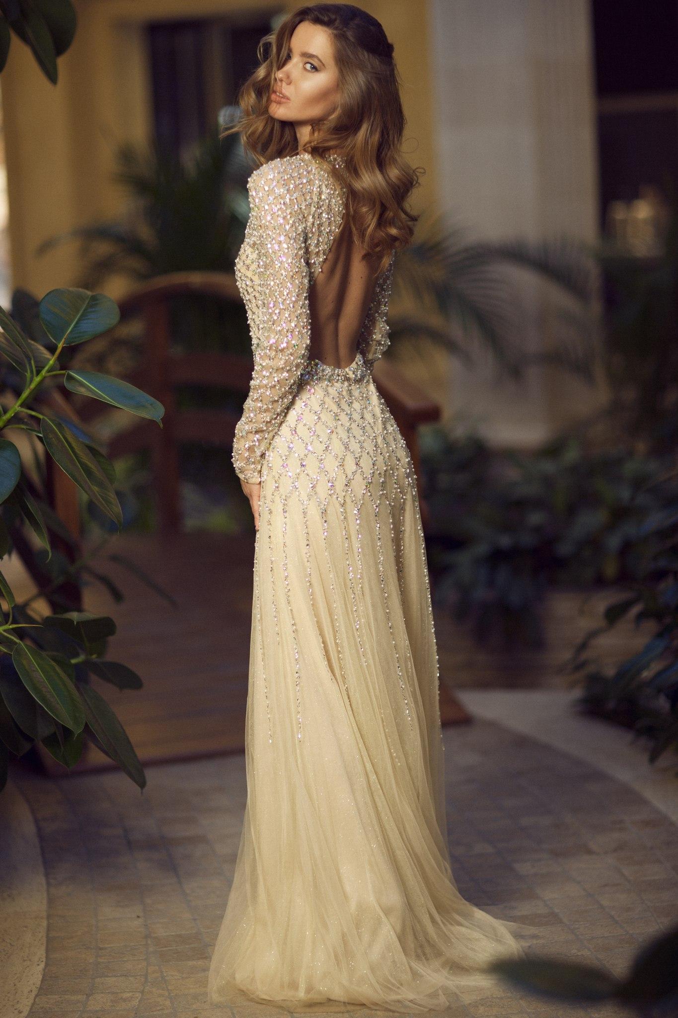 Светлые длинные платья в пол 40
